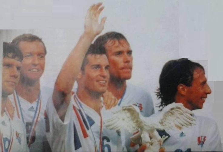 Jeff Agoos, Thomas Dooley, John Harkes, John Doyle y Fernando Clavijo  Estados Unidos vs Inglaterra 1993