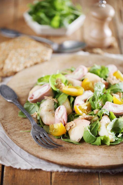 Salade de pêches aux roulés de jambon à la mozzarella