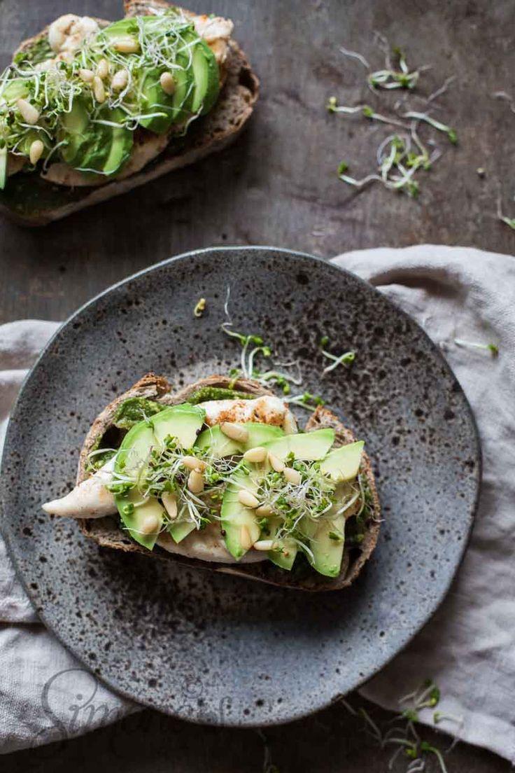 Sandwich gegrilde kip en avocado