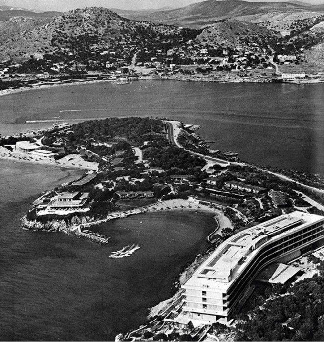 Άποψη της Βουλιαγμένης από το Ακρωτήρι του Λαιμού, το 1967