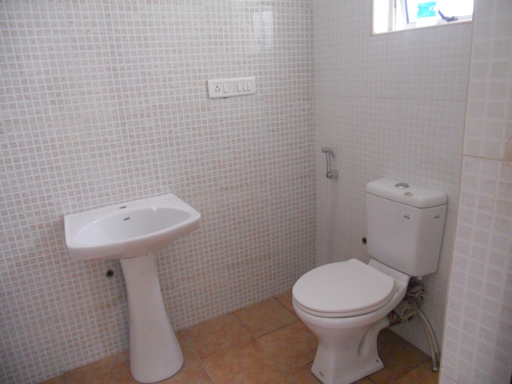 BREN Avalon G+ 5 suite of  2 / 3 BHK Apartments neat Marahtahalli Junction and EPIP Zone whitefield. - Common Toilet view