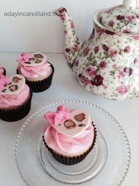 Fondant Heart Cupcake with teapot @candlandblogs DIY Fondant Heart Cupcakes tutorial