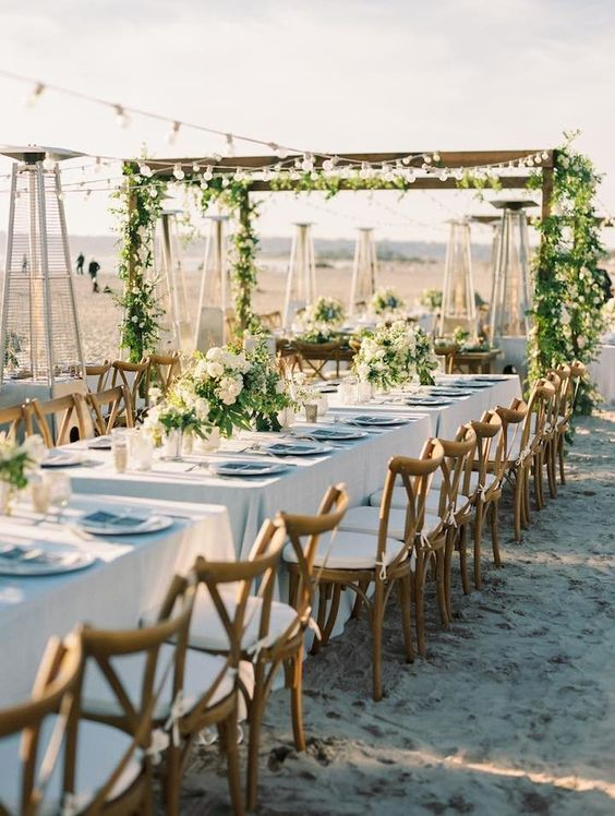 outdoor wedding reception table setting idea via Bryan Miller Photography - Deer Pearl Flowers / http://www.deerpearlflowers.com/reception-decor/outdoor-wedding-reception-table-setting-idea-via-bryan-miller-photography/