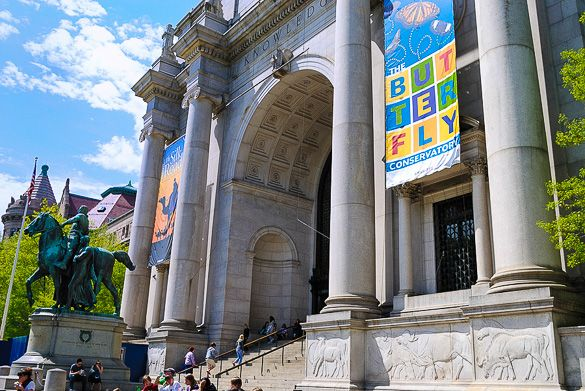 The impressive Museum of Natural History in the Upper West Side of #Manhattan http://www.nyhabitat.com/blog/2013/09/30/live-like-local-upper-west-side-manhattan/