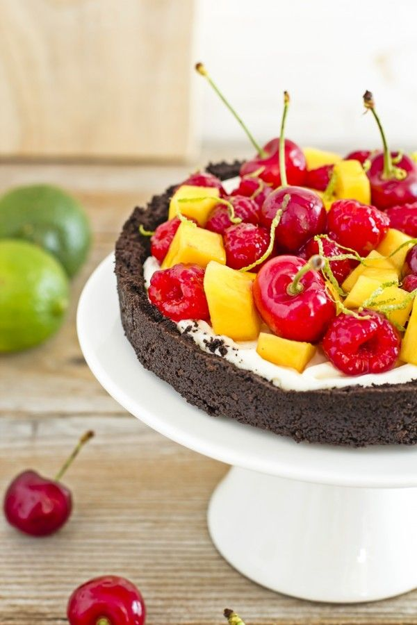 Cheesecake alla frutta senza cottura dal guscio e ripieno insolito - No-Bake fruit and cocoa cheesecake, fresh and easy dessert for Spring or Summer Party