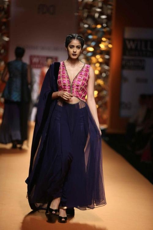 Manish Malhotra Wills Lifestyle Fashion Week 2013, www.luxemi.com