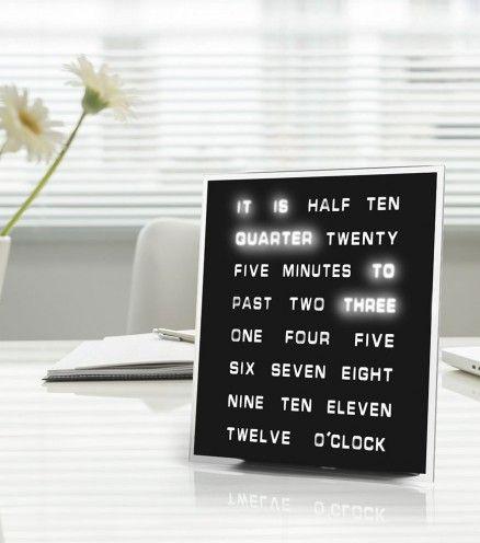 Laissez tomber les chiffres, et optez pour l'horloge Words. Au lieu de donner l'heure de manière habituelle, celle ci affichera l'heure en toute lettre.