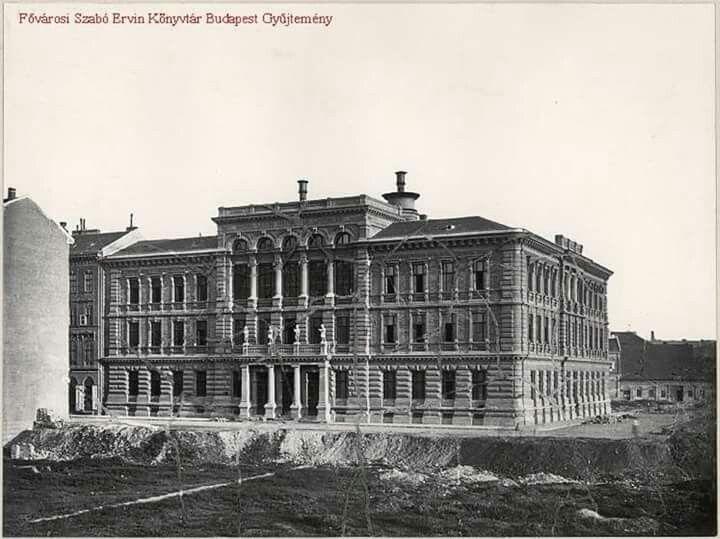 1876. Magyar Királyi Fögimnázium a Markó utcában , a későbbi Brzsenyi, majd Kossuth Zsuzs gimnázium.