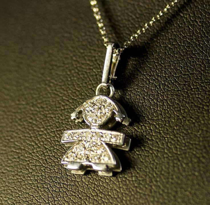 Collana leBebé con ciondolo Bimba Pavè.Ciondolo leBebé femminuccia in oro bianco 18 kt completamente ricoperto di diamanti con catenina in oro bianco.