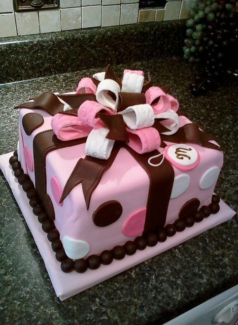 present cake by mistys boopettie cakes, via Flickr