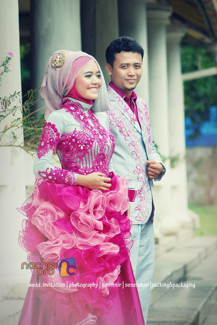 #gown #mensuit #islam #bride #groom #hijab #moslem #prewedding #nachapro #solo #indonesia #photography #pink