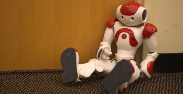 Pourquoi les robots doivent être capables de dire «non». Comprendre ces dangers demande de connaître une masse significative d'éléments de contexte (dont le fait que jouer à la balle devant une fenêtre ouverte peut la faire passer au travers). Cela demande au robot non seulement d'analyser les conséquences d'une action en tant que telles, mais aussi de jauger les intentions des humains derrière les ordres.  Pour gérer les subtilités de ces instructions – bien intentionnées ou pas – les…