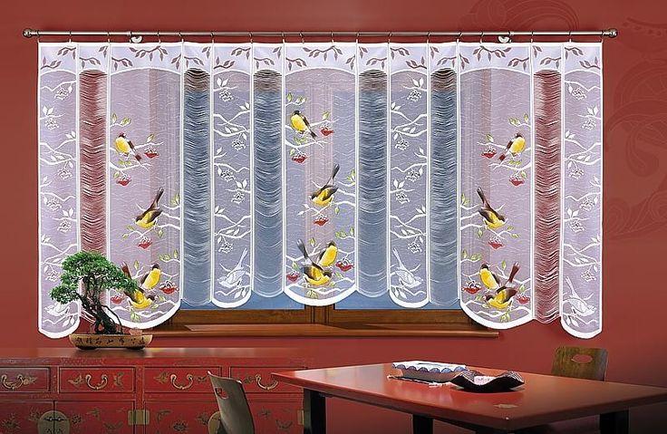 Firanka SIKORKI Ładna, #biała_firanka uszyta z żakardu. Na białym tle ręcznie namalowano kolorowe sikorki. Firankę ozdobiono również poziomymi frędzlami. Firanka jest odpowiednia do zawieszenia zarówno w kuchennym jak i salonowym oknie.  Wymiary przed zmarszczeniem  : 300 x 150 cm kasandra.com.pl