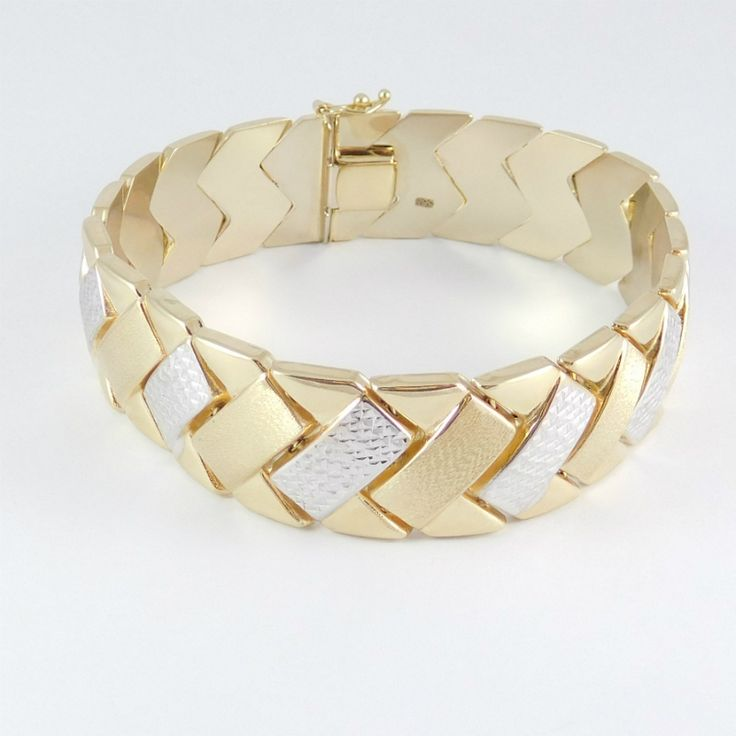 Sárga-fehér arany szelvényes női  karkötő gyémánt marással    Súly:18,6 g    Hossza : 19,5 cm    Mindennapi viselet . Alváshoz nem ajánlott .  Gyönyörű női arany karkötő ,szelvényes szerkezetű ,a kétféle arany ízléses kombinációjával és a csillogást biztosító gyémánt marással.