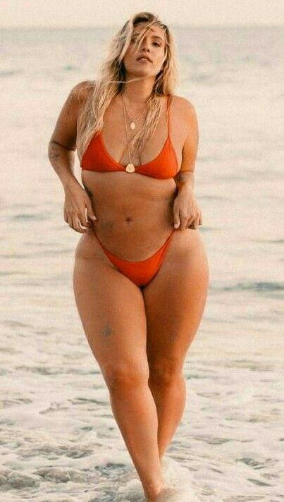 Stephanie Viada   Curvy   Women, Curvy, Sexy 839bbfedc8