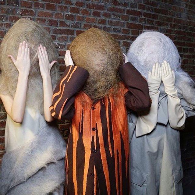 Post apokaliptik couture ve başa çıkılmaz saçlar! Rick Owens'ın dün sergilediği Mastodon adlı Sonbahar/Kış 2016 koleksiyonunun sahne arkası. #PFW  Post apocalyptic couture and unruly hair! A backstage scene from Rick Owens #PFW show. Mastodon, Fall/Winter 2016  #shopigo #rickowens #pfw #fashionweek #paris #parisfashionweek #fw16 #fall2016 #aw16 #exceptional #fashion #runway #catwalk #womenswear #backstage #mastodon #postapocalyptic #couture #unruly #hair