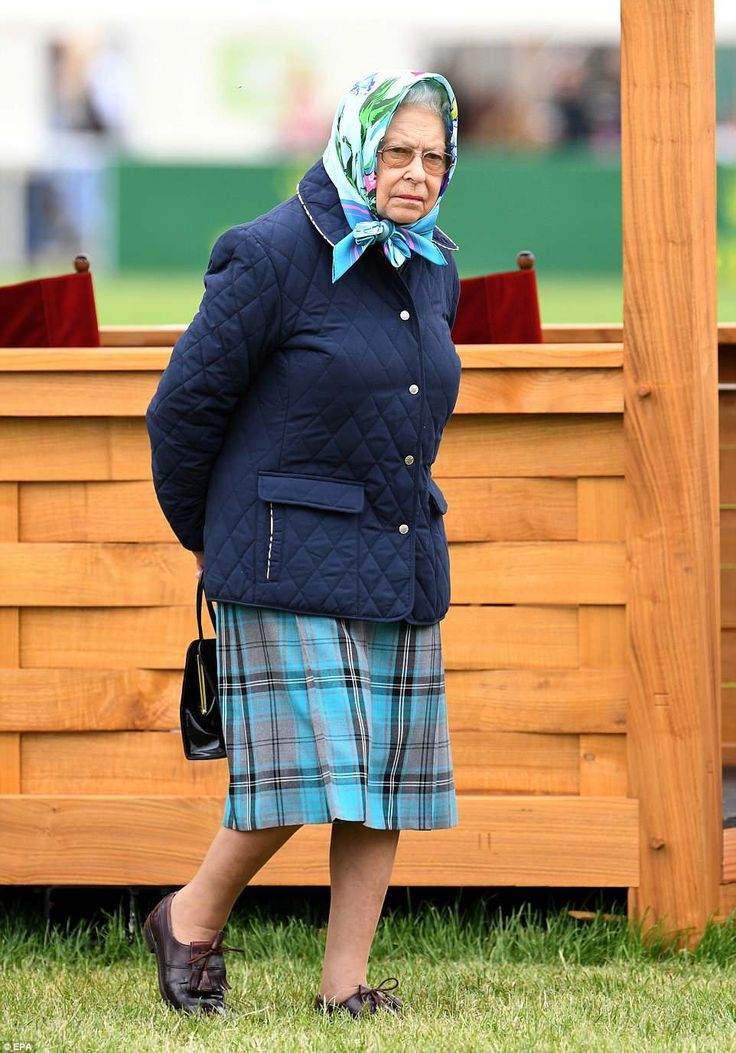Queen wears same £70 quilted jacket to Royal Windsor Horse ...