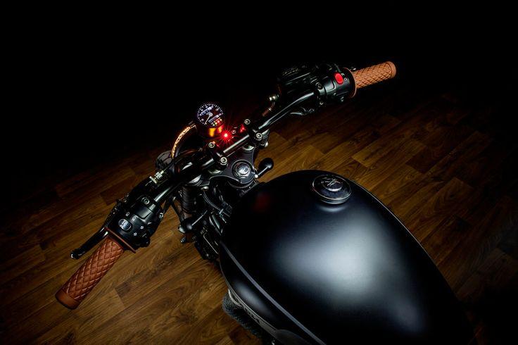 Bonneville T100. Sesión de fotos para la espectacular Bonneville T100 de Macco Motors. | Photo shoot for the spectacular Bonneville T100 Macco Motors. By www.semimate.com   #maccomotors #bonneville #T100 #photos #sesión #fotográfica #maccomotors #custom #motorbike