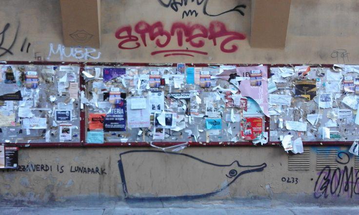 """""""...Una faticaccia, insomma, impervia e titanica. Pari al tentare di mettere ordine, come sugli scaffali di una babelica biblioteca, tra tasselli di un mosaico immenso, puzzle d'infiniti pezzi, sparpagliati alla rinfusa in quell'archivio a cielo aperto fatto di spray e di mattoni, del vivo dei colori sopra il grigio dell'asfalto..."""" (1a: http://www.carmillaonline.com/2015/11/08/larca-della-fattanza-capitolo-1a/)"""