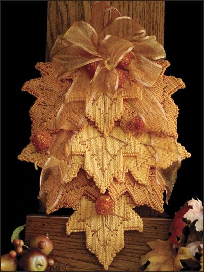 Golden Leaves Swag - plastic canvas. Fall decorations? Good use of scraps anyway! (from original source)