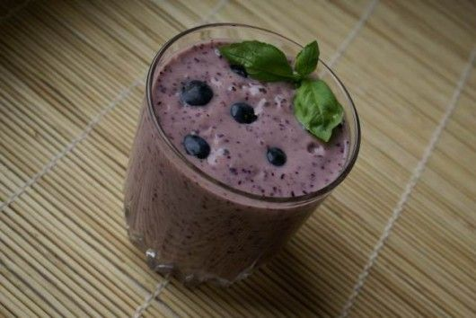 Koktajl borówkowo-śliwkowo-bananowy  http://pozytywnakuchnia.pl/koktajl-jagodowo-wegierkowo-bananowy-z-jogurtem-marakujowym-i-borowka-amerykanska/  #kuchnia #koktajl #sliwki #jagody #banan