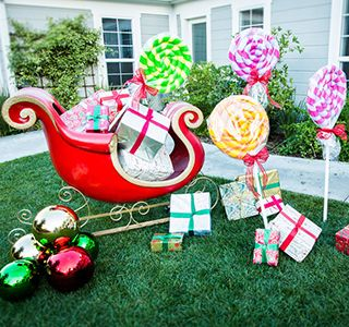 @Home Family - #DIY #OutsideHolidayDecorations @Tanya Memme  | #HallmarkChannel