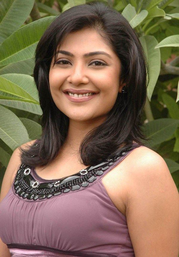Kamalinee Mukherjee Height Weight Bra Size Body Measurements  CelebWikis