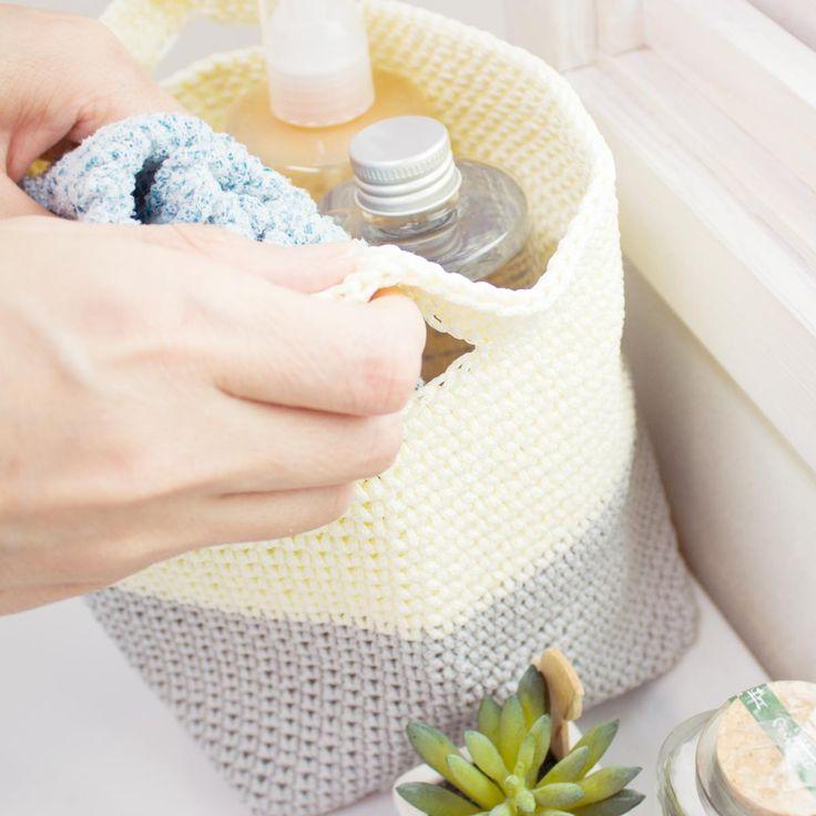 仕分け収納に便利な手編みのかごです。濡れても大丈夫な素材ですので、湿気の多い水周りにも置けます。   キッチやサニタリー、脱衣所など気軽にお使いいただけます。