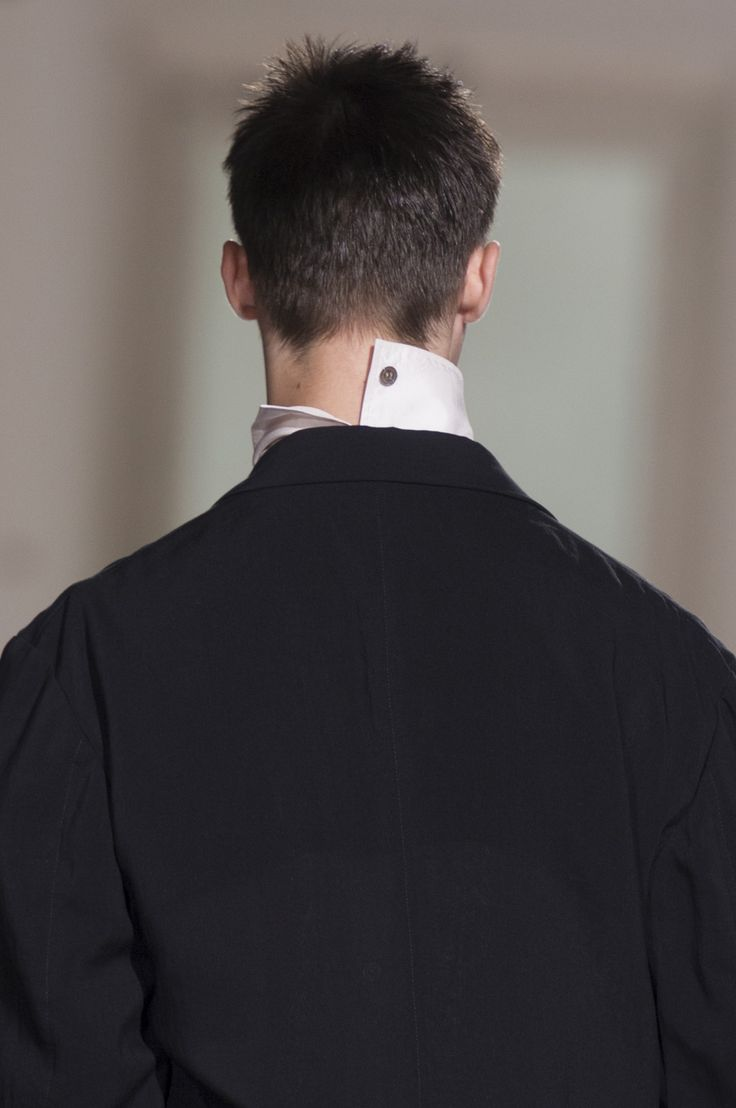Yohji Yamamoto Spring 2018 Men's Fashion Show Details, Men's Runway, Menswear Collections at TheImpression.com - Fashion news, street style, models