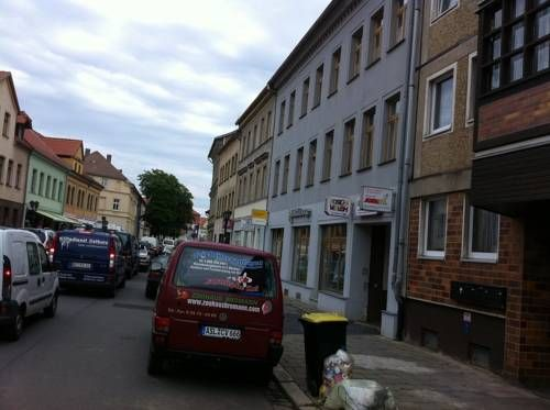 Hostel Aschersleben Aschersleben Located just 500 metres from Aschersleben Train Station, this hostel features a shared fully equipped kitchen, and simply furnished rooms. The market square is only 350 metres from Hostel Aschersleben.