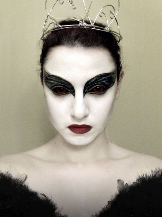 78 id es propos de maquillage de cygne noir sur pinterest costume de cygne noir maquillage. Black Bedroom Furniture Sets. Home Design Ideas