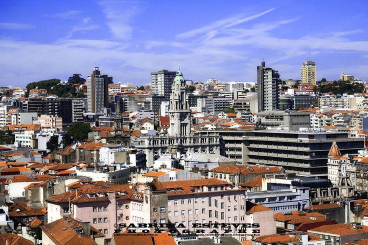 Centre ville coloré de Porto. www.sabrinaesteves.com