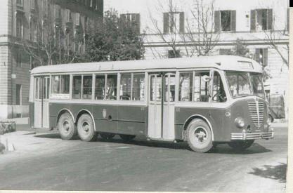 Autobus simbolo degli anni '50: un Alfa Romeo 140/A urbano su carrozzeria Garavini,