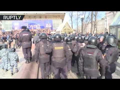"""Hunderte Festnahmen bei Protest in Moskau: """"Protest bewusst an verbotenem Standort durchgeführt"""" — Nach den offenbar ebenfalls von aussen geförderten """"Protesten"""" in Weissrussland nun auch in Russland. Wenn """"Farbrevolutionen"""" nicht funktionieren, hat man im Westen wenigstens einen Aufhänger, das den betroffenen Ländern bzw. Regierungen auch noch anzukreiden. Beides wurde zwar vorher vorbereitet, startet nun aber nach der Amtsübernahme von Trump in den USA, der offenbar doch keine Entspannung…"""