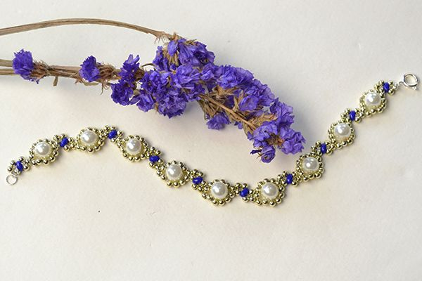 the final look of the gold flower bracelet