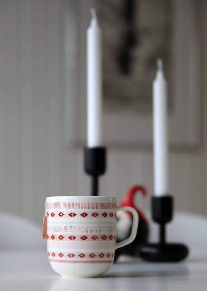 While waiting for the Christmas... Nappula candleholders and Sarjaton Tikki red mug  - a match made in heaven!  Read more: http://www.purodeco.com/iittala-christmas-home/