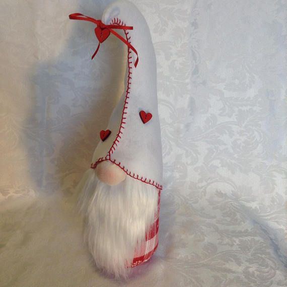 Check out this item in my Etsy shop https://www.etsy.com/listing/590339385/valentines-day-gnome