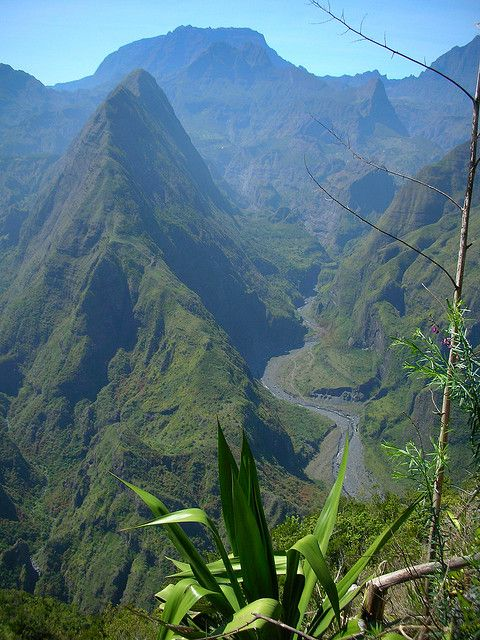 Mafate, Piton Cabri - Saint Denis -  La Reunion http://youtu.be/Q7-ToTRv9iE