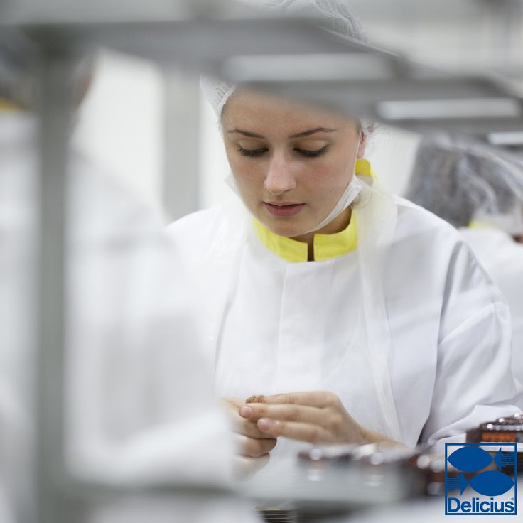 Delicius carefully selects and processes each anchovy by hand, making sure every jar that will reach consumers represents excellent quality and great taste!