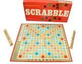 Scrabble, jaren 70 Scrabble is een letterspel en bordspel voor twee tot vier spelers of speler teams, waarbij met een gegeven aantal willekeurige letters woorden moeten worden gelegd op een speelbord. Hierbij gaan geluk en vernuft hand in hand, omdat de letters willekeurig gepakt worden en het de kunst is hiermee een zo hoog mogelijke score te behalen. zie: http://www.retro-en-design.nl/a-40709353/spelen/scrabble-bordspel-jaren-70/