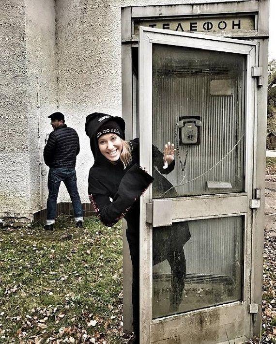 Ксения Собчак публикует забавные фото в ожидании родов