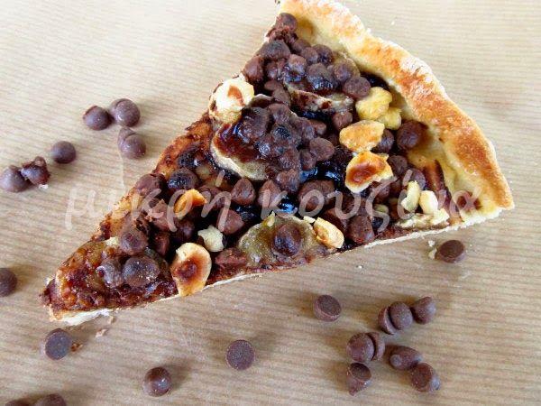 μικρή κουζίνα: Γλυκιά πίτσα με σοκολάτα, μπανάνα και φουντούκια