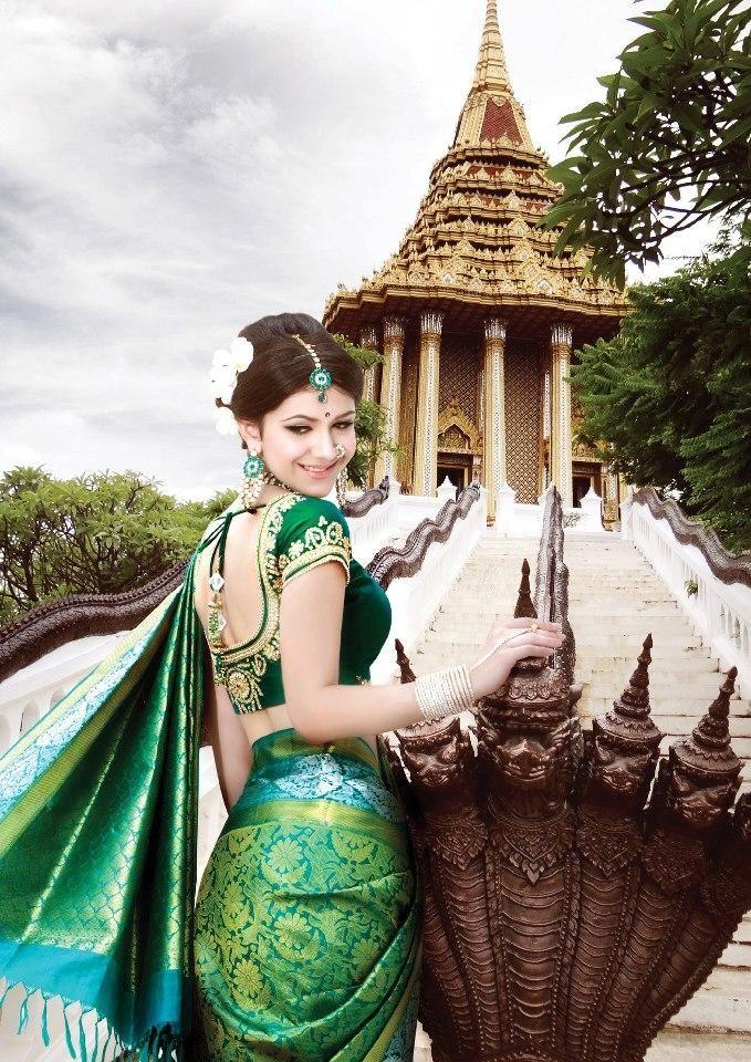 Showcasing Kanjivaram Sarees with Designer Blouses from South India Shopping Mall