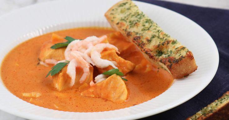 Sandra Mastio bjuder på en rätt som gör henne på riktigt gott humör - gräddig fisksoppa med tomat och grädde.