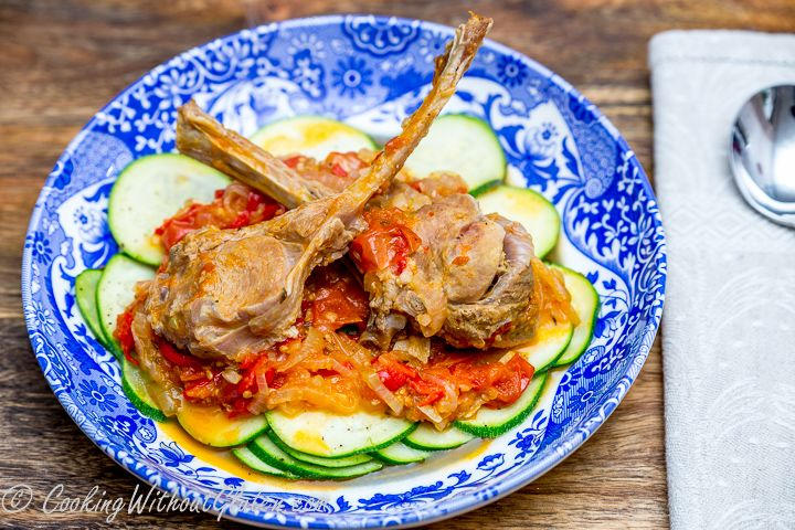Необыкновенно вкусный и простой соус из любых мелких помидорок и лука отлично подходит для приготовления блюд из нежного диетического мяса. Телячьи котлетки на косточке пожалуй мой самый любимый ва…