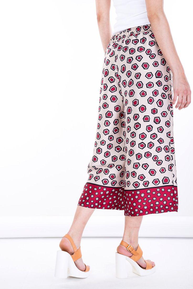Prints  #manzetti #mymanzetti #vicolo #short #pants #cullotes #multicolor #fashion #woman #style