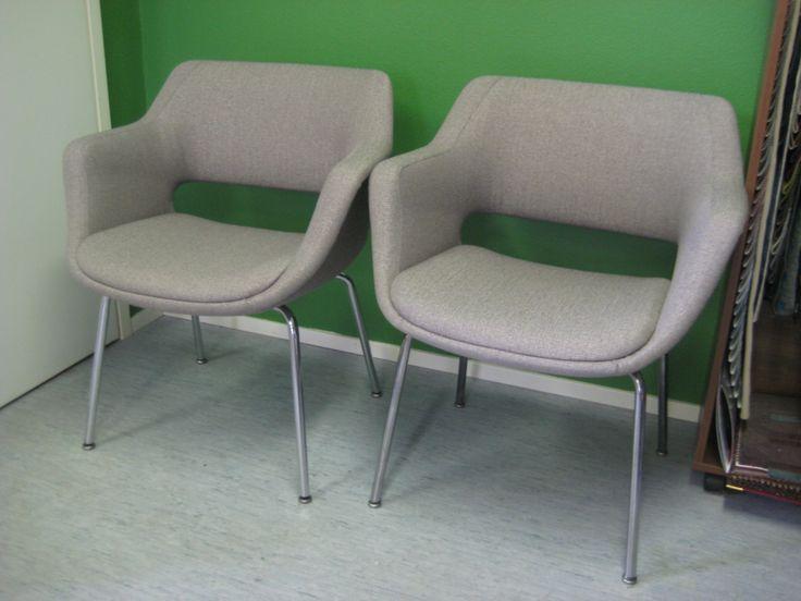 Kilta-tuolit uudelleenverhoiltuina.