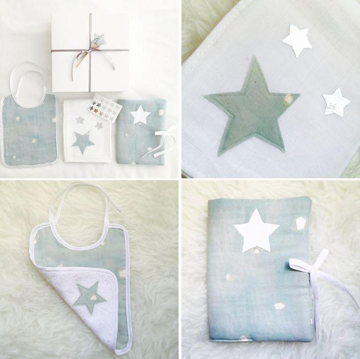 Coffret naissance bleu pâle et argent Birth gift ; Cadeau naissance ; Baby gift ; Coffret naissance ; Lange ; Bavoir ; Protège carnet de santé ; Nani Iro