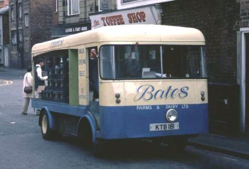 KTB 181 is a 1947 Brush 40cwt chassis; it was originally built with van bodywork for Chorley Hygienic Laundries as one of a pair, but was rebodied for Bates by Cocker of Southport. The bodywork bears similarities to that on 1970s Ross floats pictured elsewhere on the site. It is seen in Southport in 1982. Photo by Stephen Cobb; thanks to Paul Brady for identifying the float.