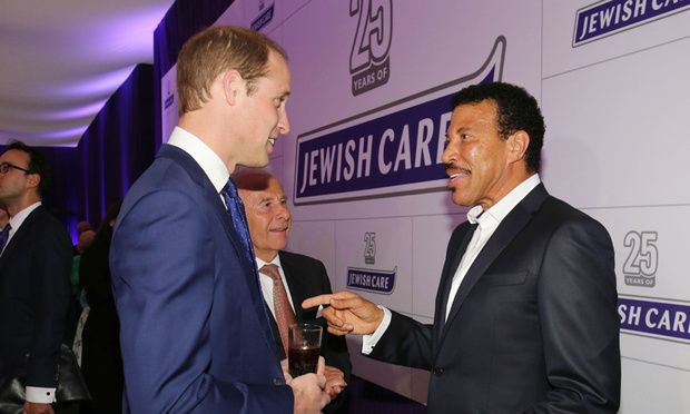 """Lionel Richie sings Princess Diana's favorite song, """"Hello,"""" for Prince William"""